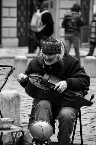 Fotografie hrajícího hudebníka