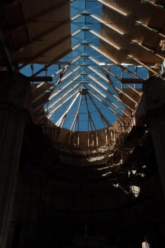 Detailní fotografie střechy kostela v Neratově