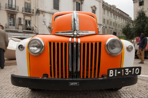 Fotografie města - oranžové auto