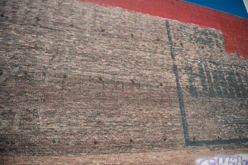 Fotografie města -cíhlová zeď